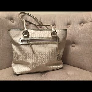 GIANI BERNINI: Pearlescent White Logo Bag
